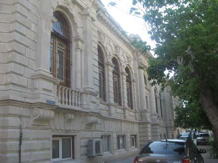 Первая массовая бесплатная библиотека в Баку