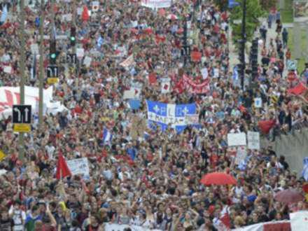 В Монреале арестовали 400 митингующих студентов