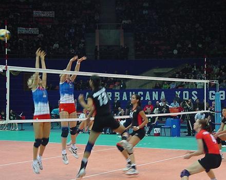Азербайджан начинает с Сербии