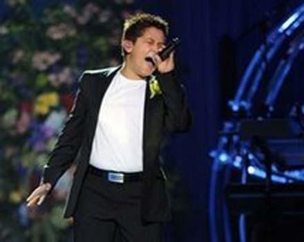 Азербайджанец спел на прощании с Джексоном