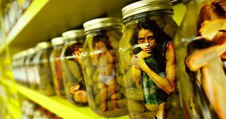 Большинство жертв торговли людьми - женщины,