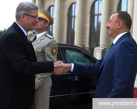 Президент Латвии прибыл в Баку