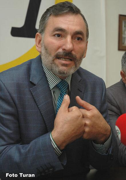 Немат Панахлы протестует на поминках