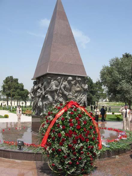 Подвиг азеpбайджанского наpода не забыт